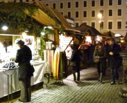 rket medieval munich germany night shopping souvenir night jewelry