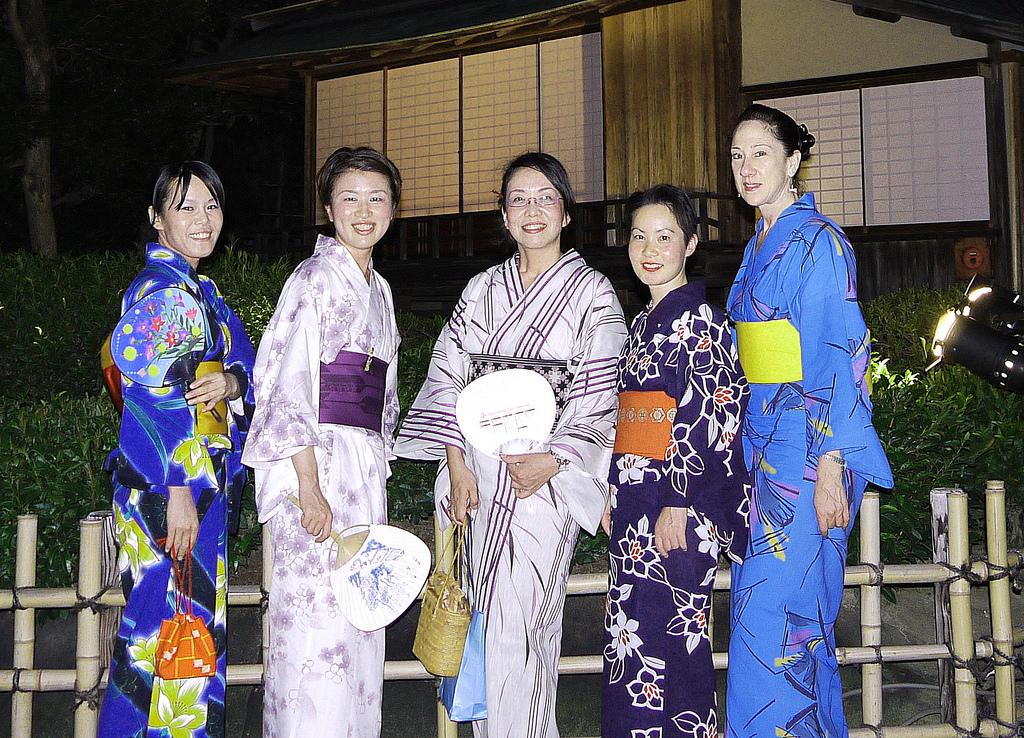 0aa6a70a1 Guide to Souvenir shopping for made in Japan Kimonos and Yukatas ...