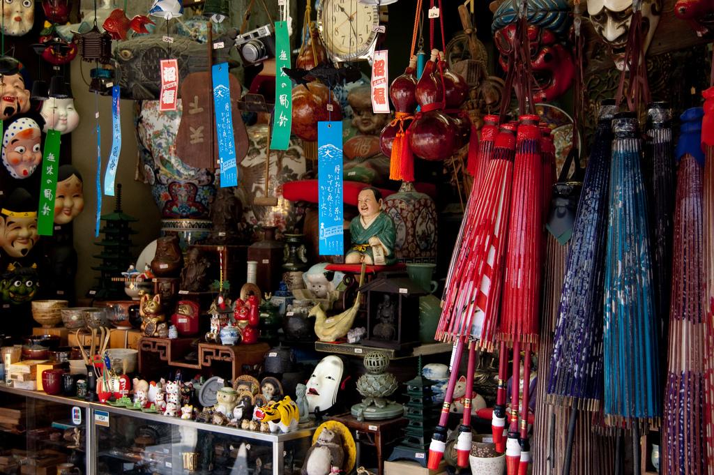 souvenir shop Sannenzaka and Ninenzaka shopping streets kyoto oldest