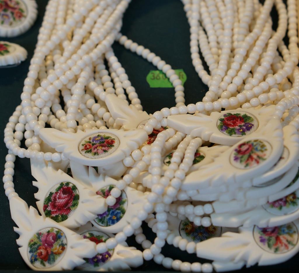 budapest souvenir hungarian necklace jewlery handmade craft christmas market fair