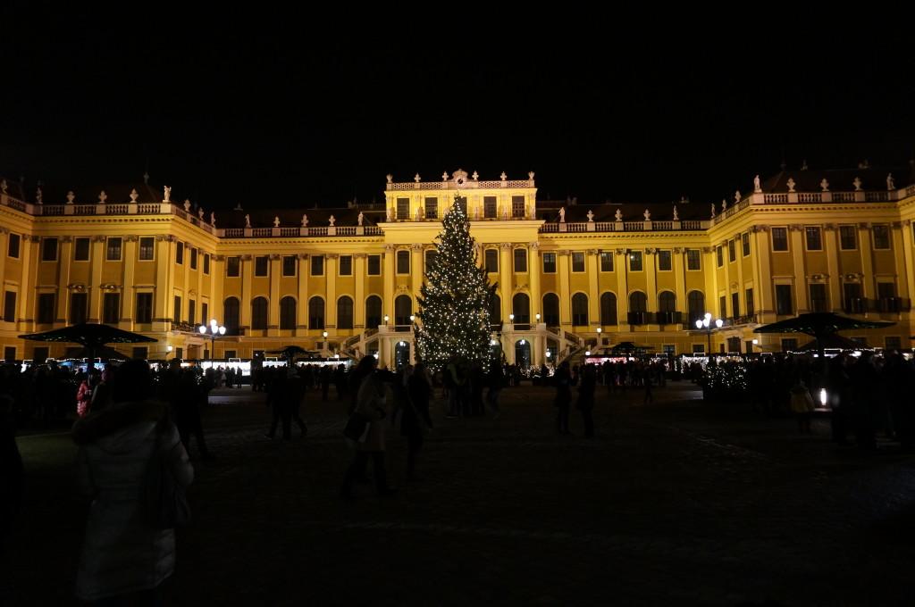 schloss schonbrunn night christmas market palace vienna