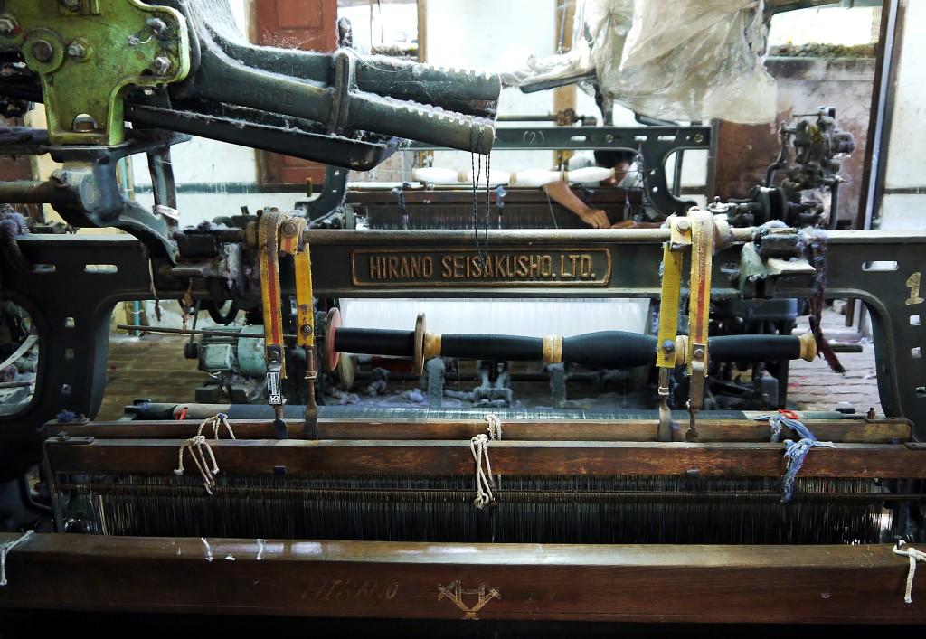 loom burma silk cotton weaving.