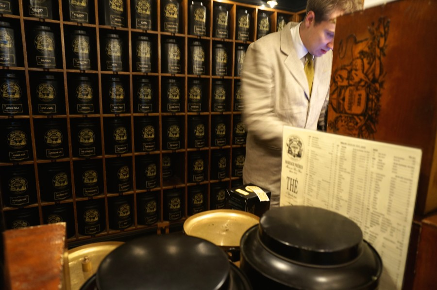 mariage frere tea shop inside black tins