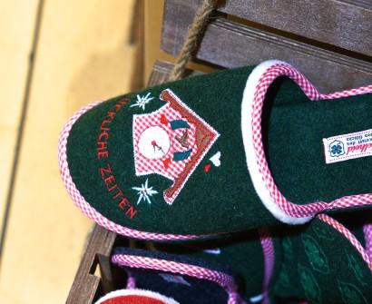Austrian Kitsch Shopping Vienna Souvenir Gift Wool Slippers Green